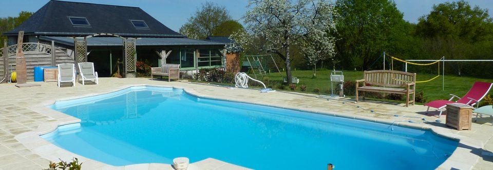 Profiter des beaux jours au bord de la piscine