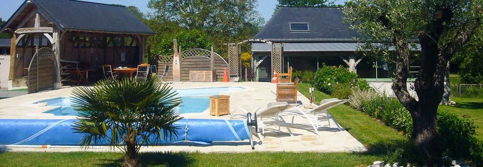 Gîte rural avec piscine à Bazouges