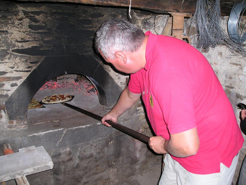 Cuire ses pizzas au four à pain